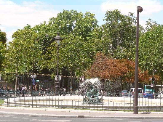 Fontana all'entrata del Jardin du Luxembourg