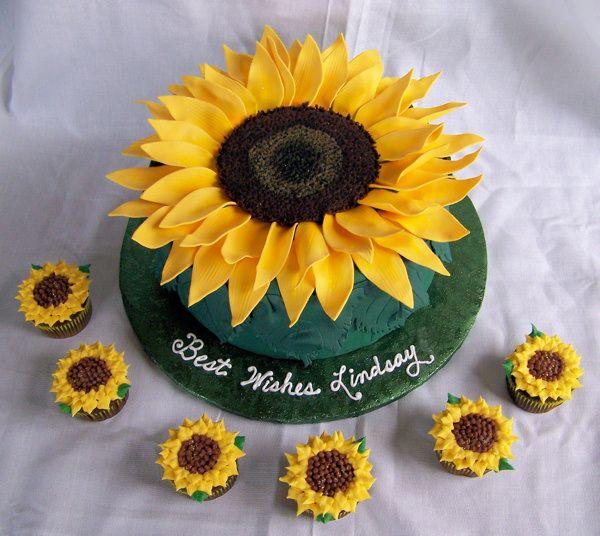 Tremendous Sunflower Cake With Images Sunflower Cakes Sunflower Birthday Funny Birthday Cards Online Necthendildamsfinfo