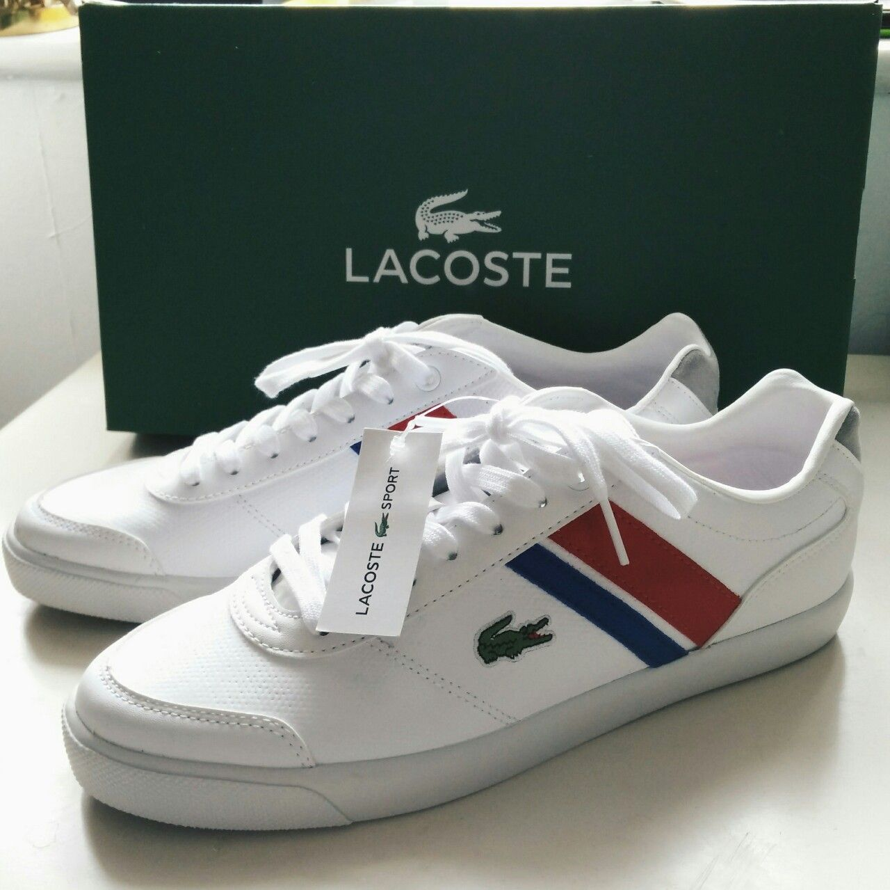 New with box UK6 Lacoste white trainers