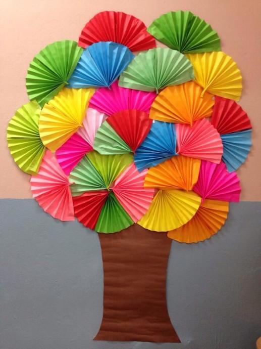 Аппликация: дерево с кроной из разноцветных вееров ...