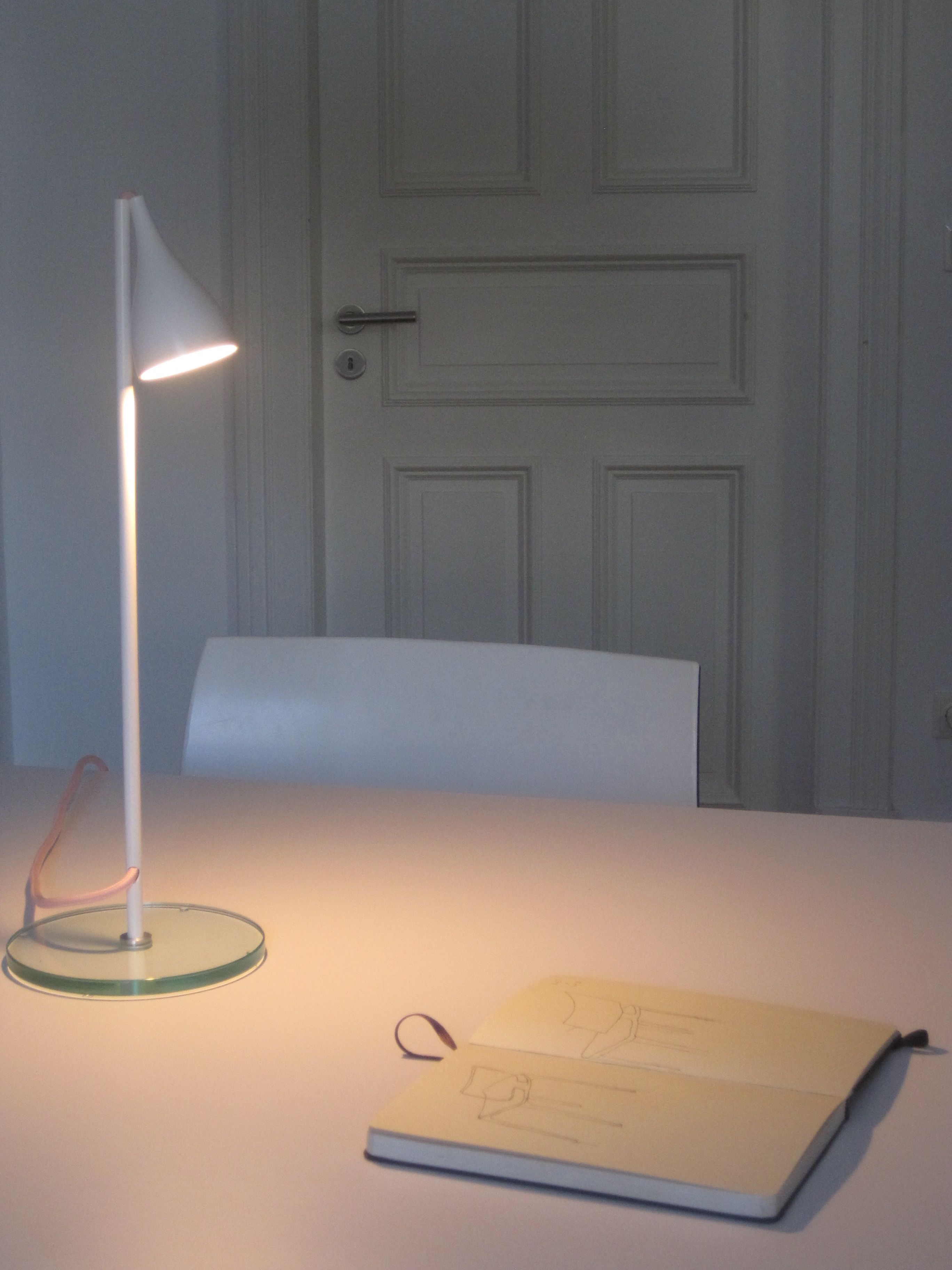 Bim Led Lese Leuchte 1300 Lumen 2700 Kelvin Led 14 Watt Design By A Ostwald Mit Bildern Led Pendelleuchte Tischleuchte