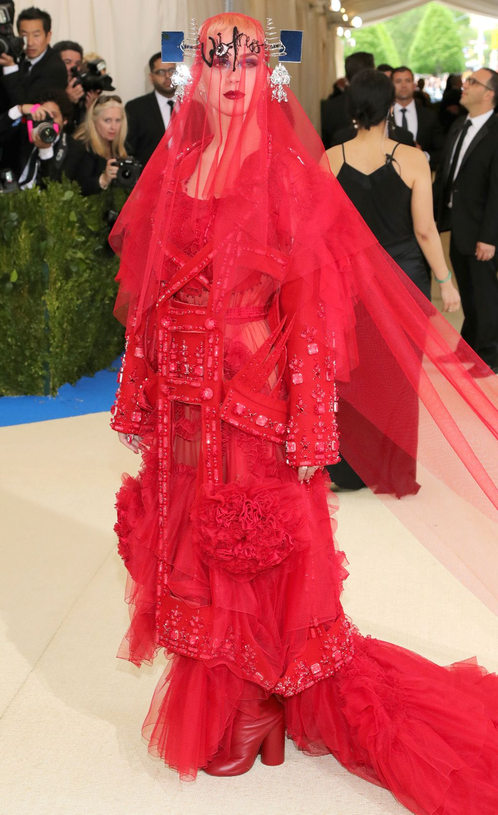Katy Perry S Met Gala 2017 Gown Is On Theme And Over The Top Met Gala Outfits Met Gala Looks Met Gala Dresses