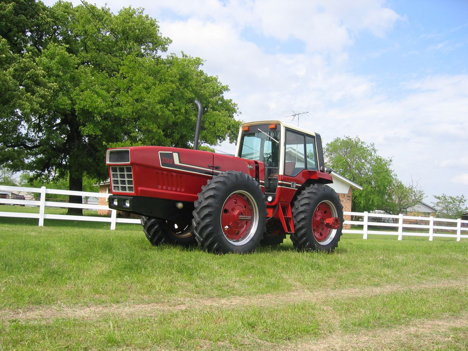 Case International Harvester : International plus ih farmall pinterest