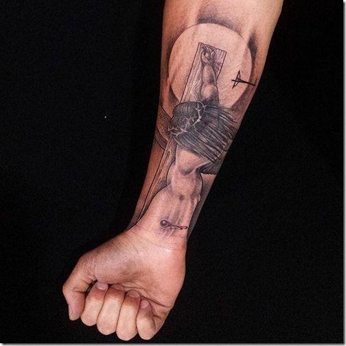 Tatuaje De Jesucristo En La Cruz En Tonos De Gris Tattoos