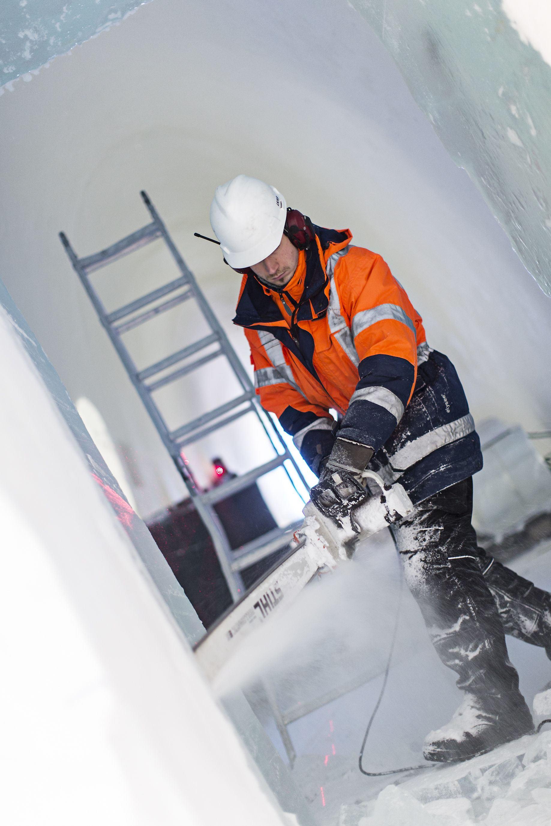 Building ICEHOTEL by Paulina Holmgren