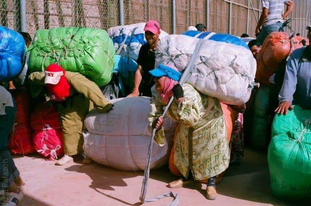 La Caja de Pandora: Porteadoras marroquíes, heroínas y víctimas de la ...