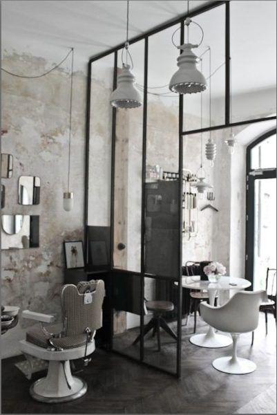 Salon De Coiffure Vintage Industriel Blanc Chaise Et Table Tulipe Tulip Chair And Table H Salon De Coiffure Vintage Salon De Coiffure Salon De Coiffure Chic