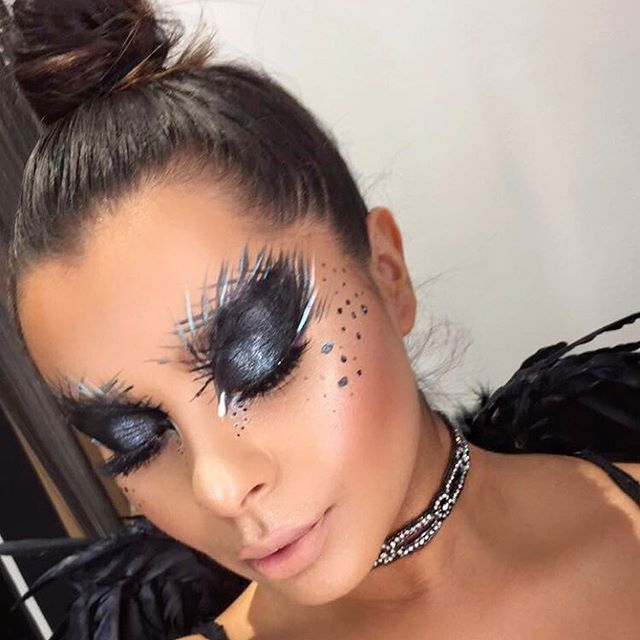 Black Swan ✖️ Makeup inspired by @amberroseoatman , then added tons of glitter ! Lol  If u know me , you know I love anything that sparkles !  @maccosmetics |  Black Acrylic Paint . White Chromacake . Blacktrack Gel Liner . Cinderfella Mineralized Eyeshadow . Reflects Pearl + Teal Glitters On top ✨ #dancemakeup