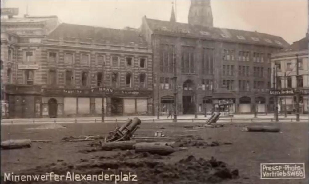 Minenwerfer Auf Dem Alexanderplatz