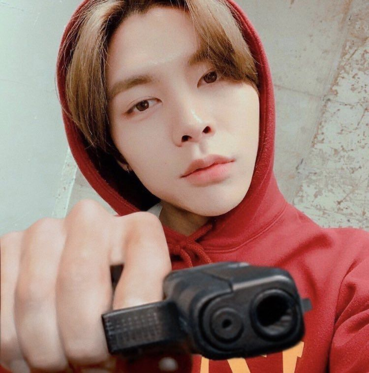 🎠🦋🧚🏼♂️🍧 on Twitter   Meme faces, Nct johnny, Nct