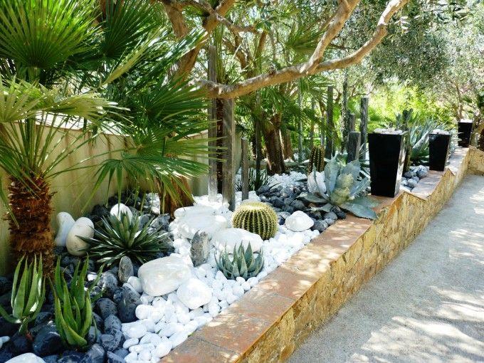 Jardins sec pieri jardins gros cactus galet de marbre for Decoration jardin galets blancs