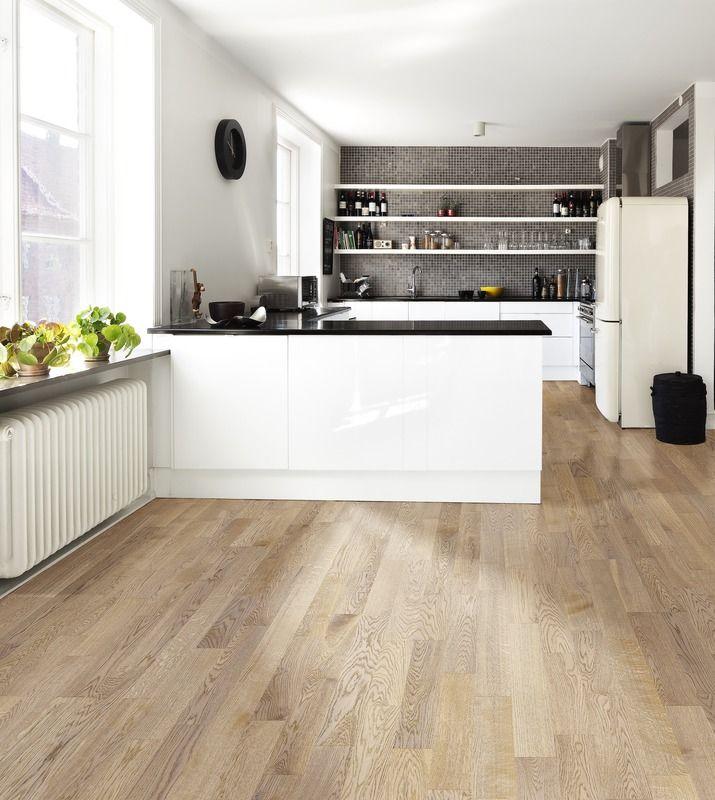 Parkettboden weiß  Parkettboden, weiß glänzende Küche, als auflockernder Kontrast ...