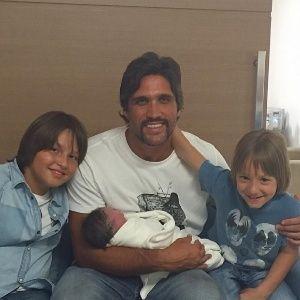 Sertanejo Léo anuncia o nascimento do terceiro filho #Chaves, #DuplaSertaneja, #Hoje, #Instagram, #Luz, #Mundo http://popzone.tv/2015/10/sertanejo-leo-anuncia-o-nascimento-do-terceiro-filho/