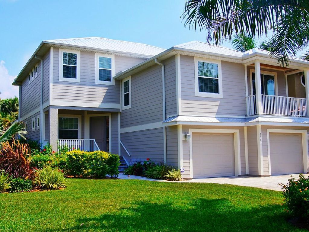 Avenida Del Mare Very Nice Luxury 5br 3 5ba Home With Pool But Further From Beaches More Bayside With Images Pool Houses House Rental Siesta Key Rentals