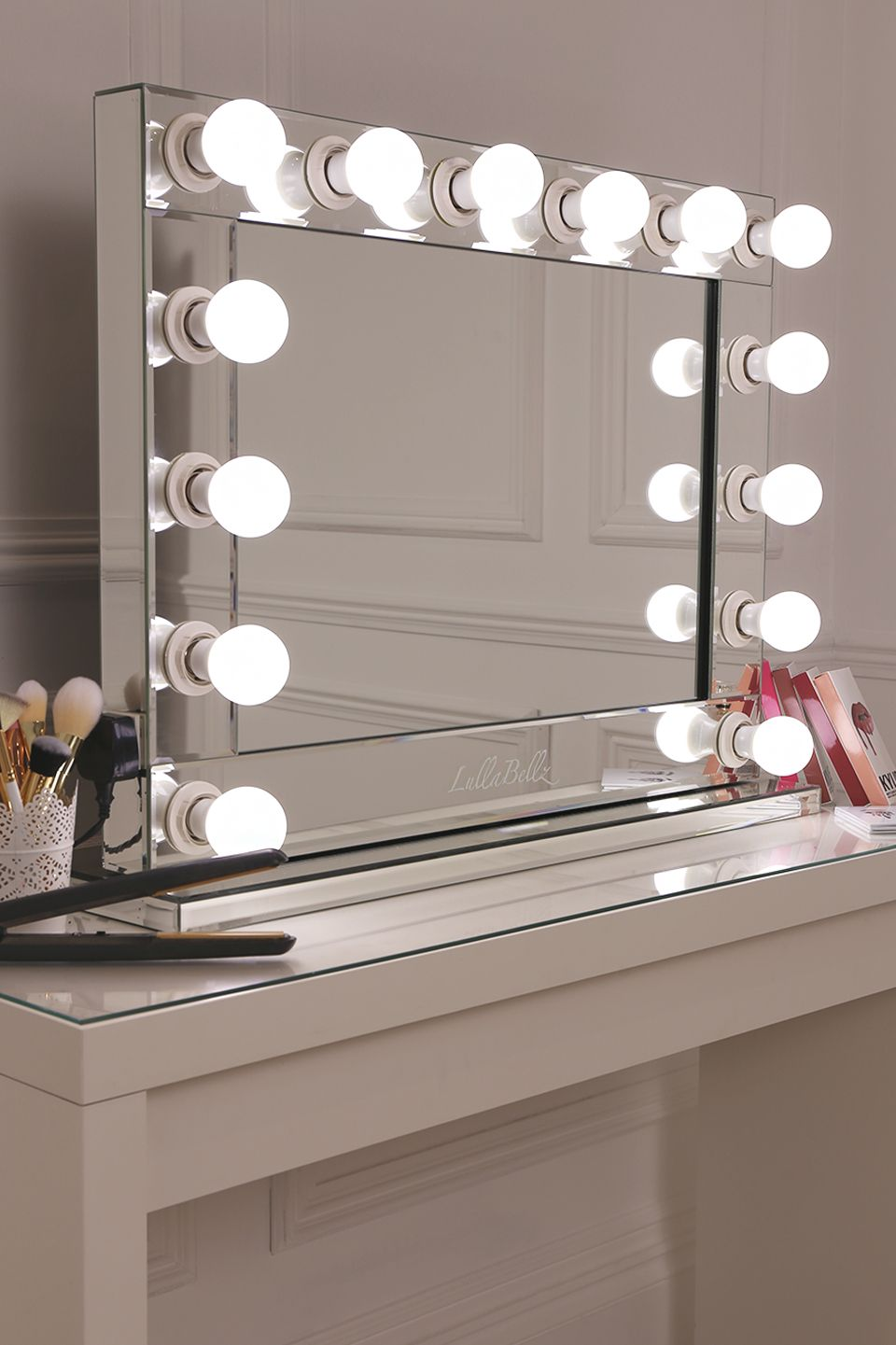premium mirrored base hollywood mirror with slick mirrored edging and 14 frosted bulbs. Black Bedroom Furniture Sets. Home Design Ideas