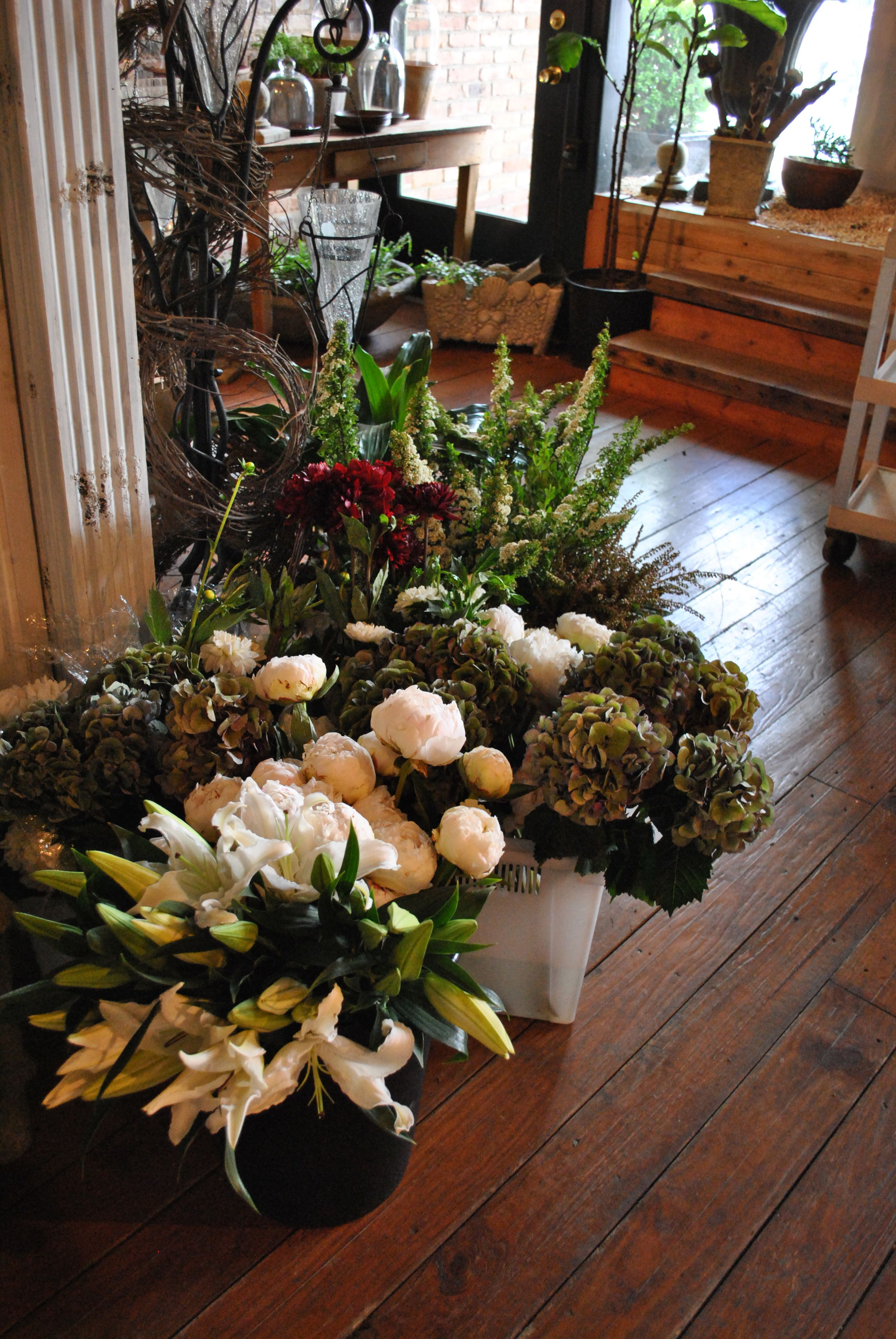 A daily flower shipment Design, Table decorations, Flowers