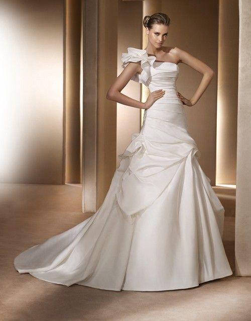 Pronovias Romantic A-Line Sleeveless One Strap Shoulder One