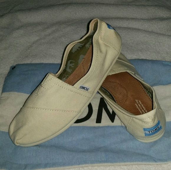 c4760a201aea3 NWOT Toms Natural Canvas Women s Classics Natural Canvas Classics Toms  NWOT!!! TOMS Shoes Flats   Loafers