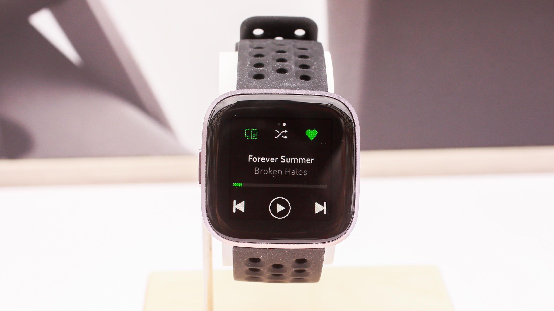 Fitbit a une nouvelle smartwatch Versa 2 avec Alexa et un