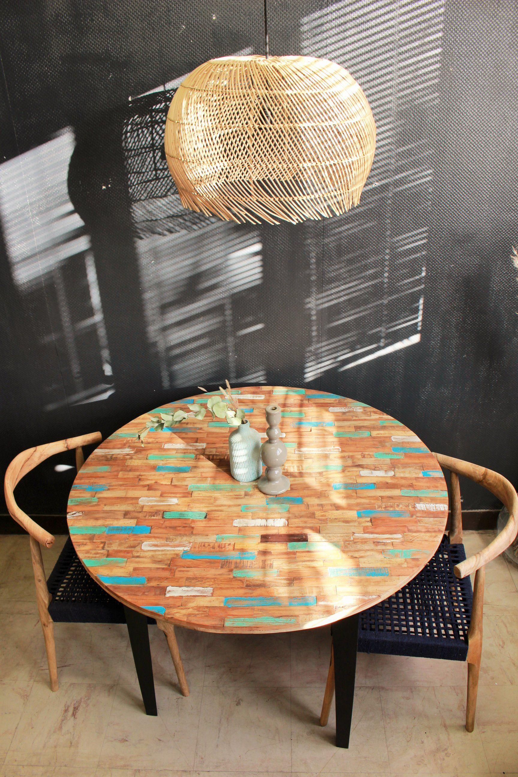 Table à Manger Ronde Bois Coloré Une Table Au Format Rond