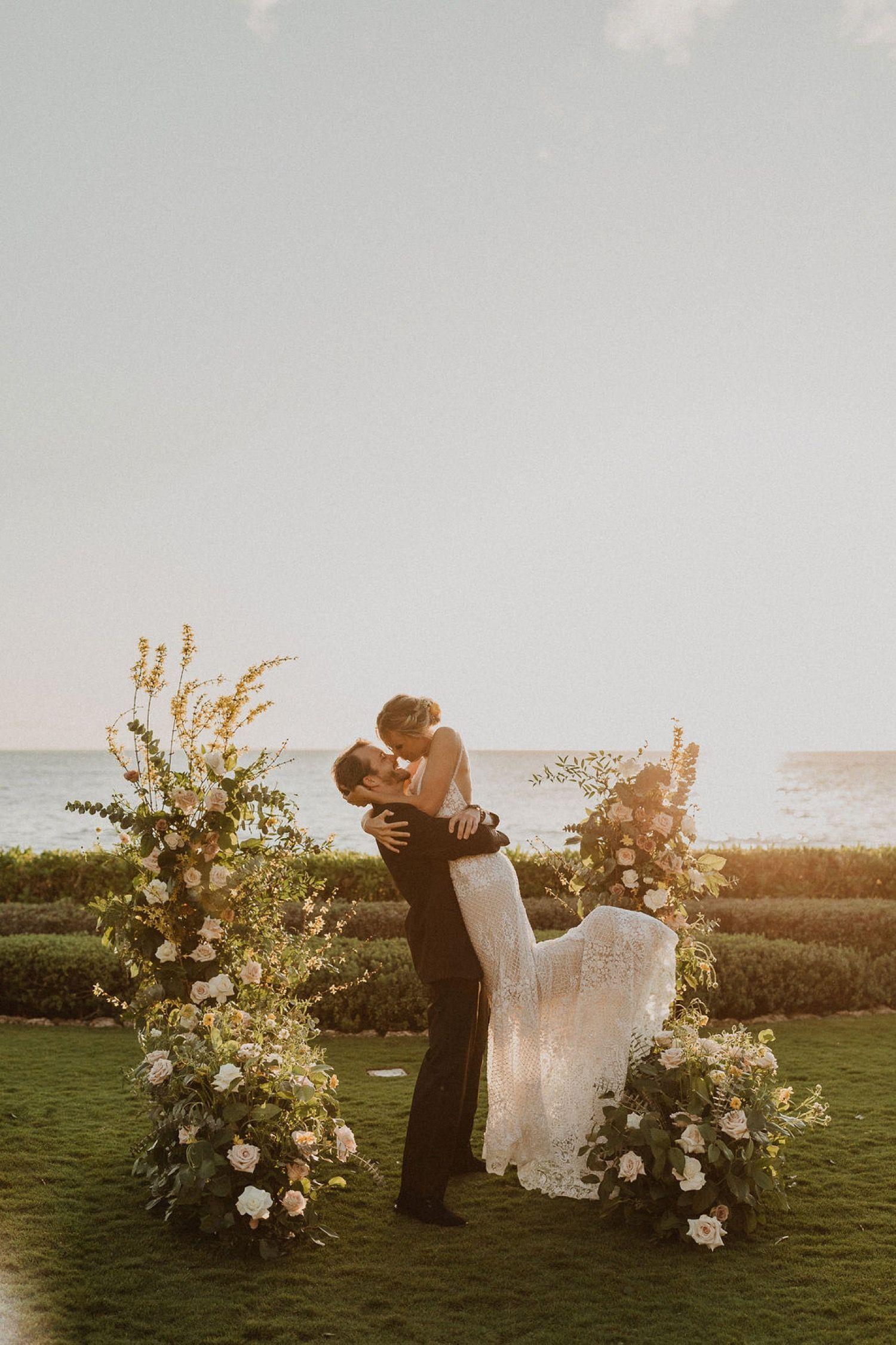 Boho Four Seasons Oahu Wedding In 2020 Oahu Wedding Hawaii Wedding Hawaii Wedding Photographer