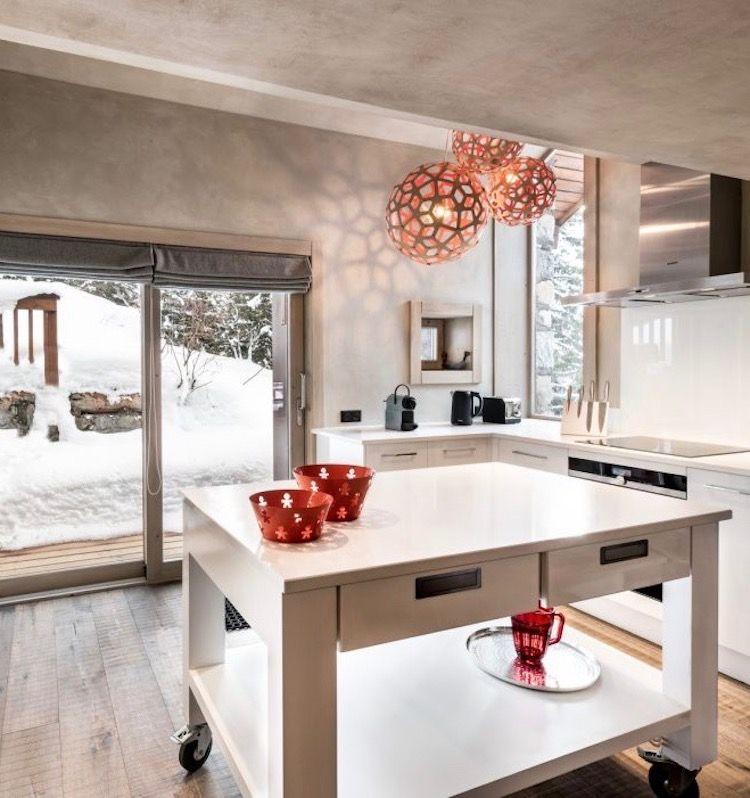 Visite Déco  Chalet design au pied des pistes Chalet design - Table De Cuisine Avec Plan De Travail