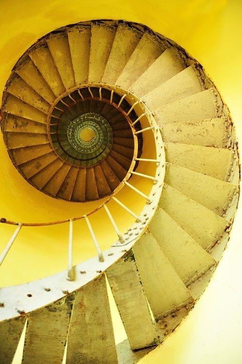 Gelbe Wendeltreppe #goldentoast