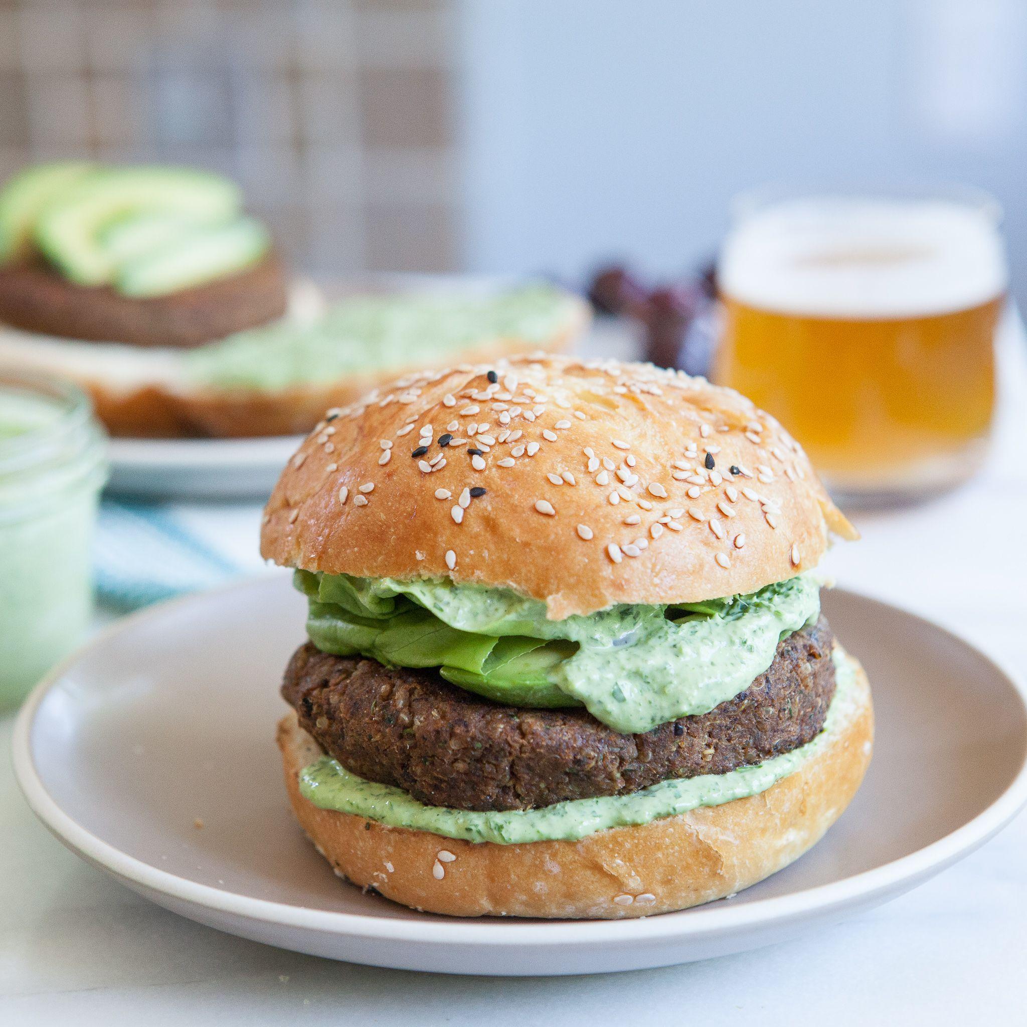 Black Bean Quinoa Burgers With Green Goddess Sauce Opskrift Med Billeder