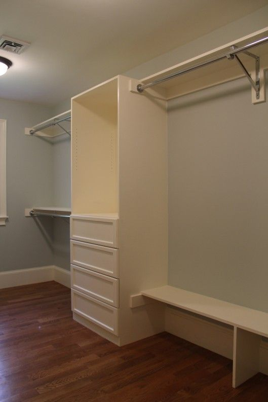 Closet Built In with 4 drawers