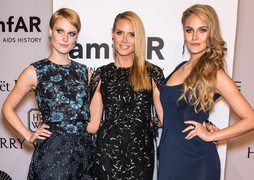 Kim Hnizdo(links) und Elena Carriére(rechts) dürfen bei der amfAR-Gala Hollywood-Luft schnuppern und ...