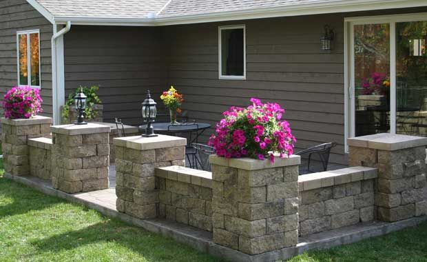 Retaining wall blocks patio google search outdoor for Block wall landscape design