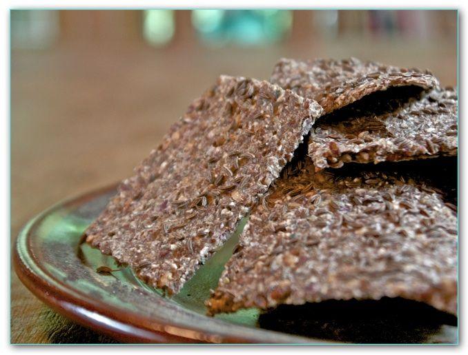 Helyn's Healthy Kitchen: Raw Rye Crackers