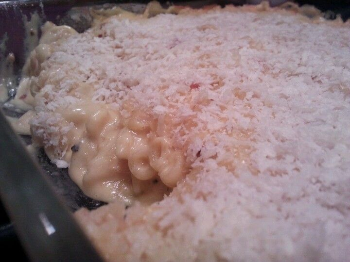 Homemade, baked mac 'n cheese.. ooey, gooey goodness