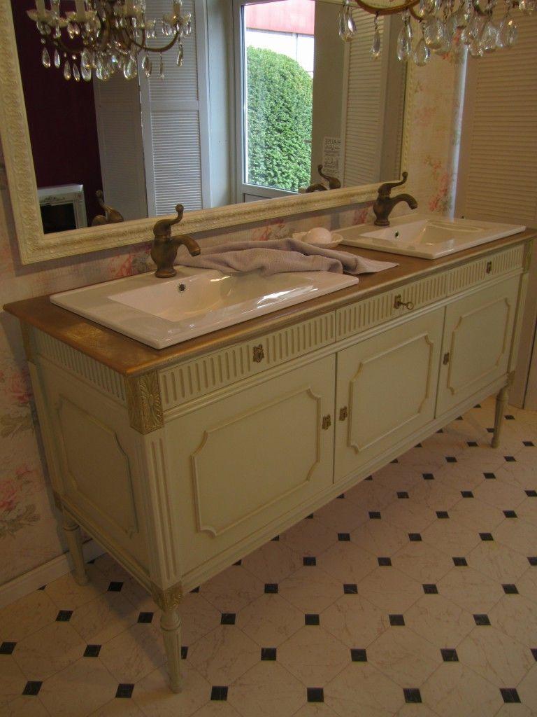Badmöbel Landhaus Ein wunderschöner Waschtisch im Vintage Stil für ...