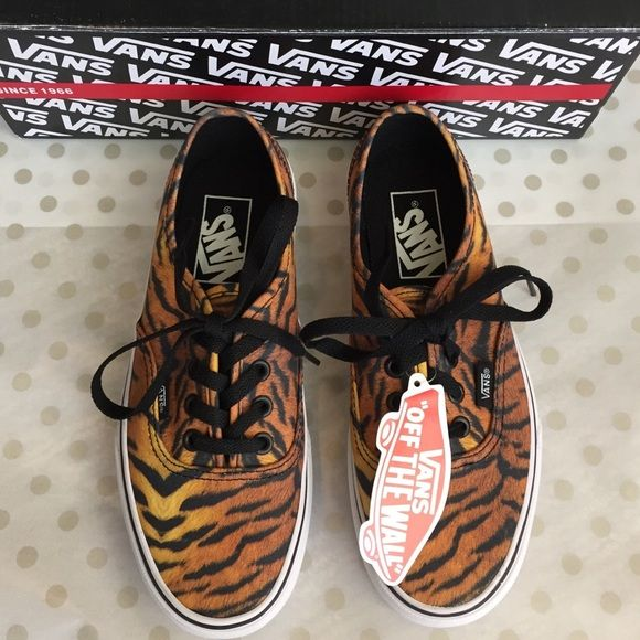 🆕 VANs NWB Tiger Print Lace-Up Sneakers