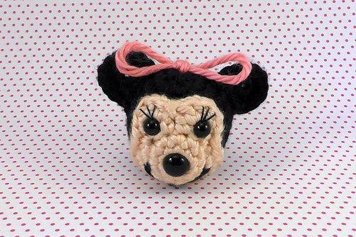 Patrón gratis amigurumi de cabecita de Minnie | cat crochet applique ...