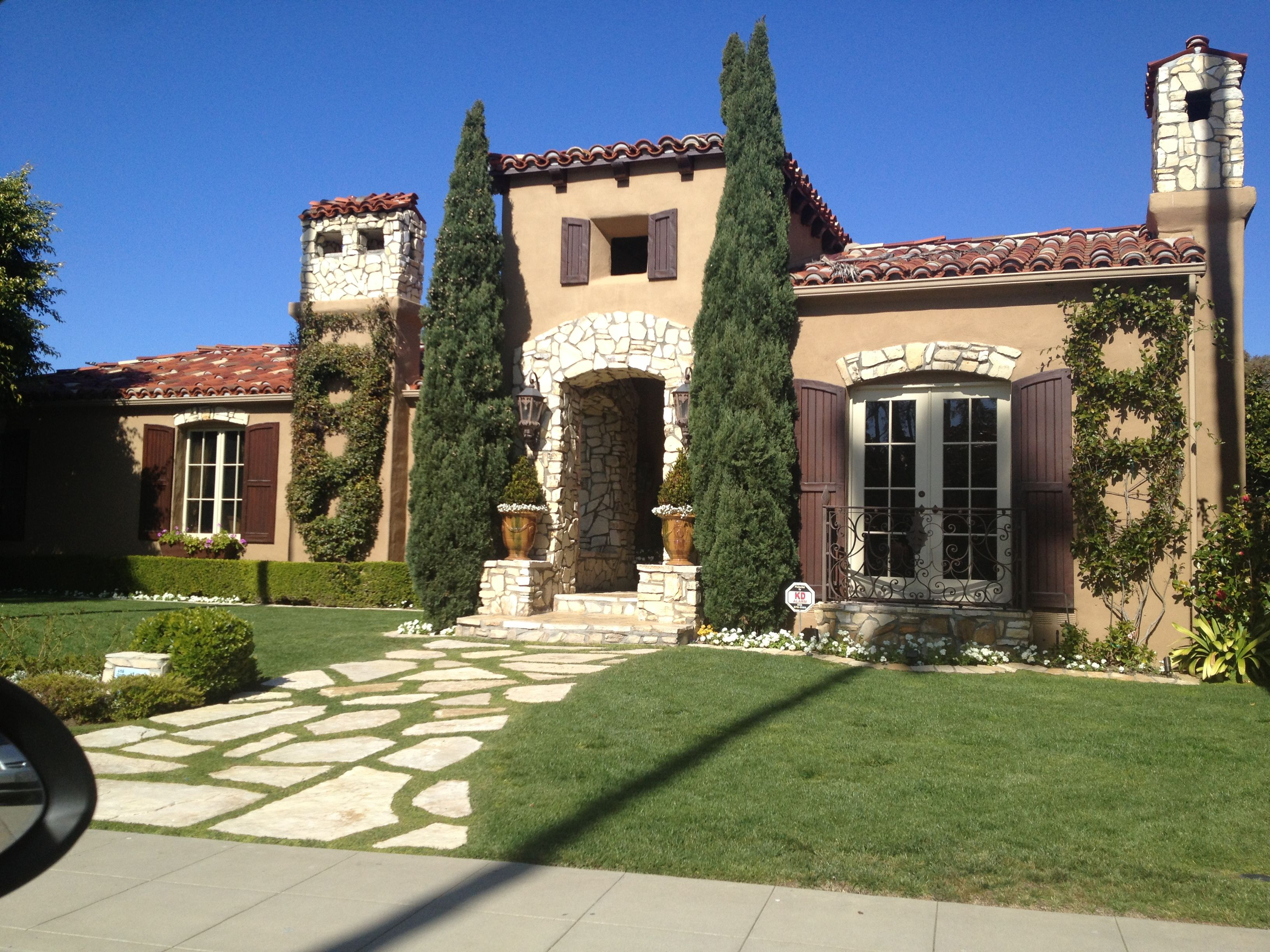 Italian Style Home Like The Towers Masking The Chimneys Italian Style Home Mediterranean Homes Italian Farmhouse Style