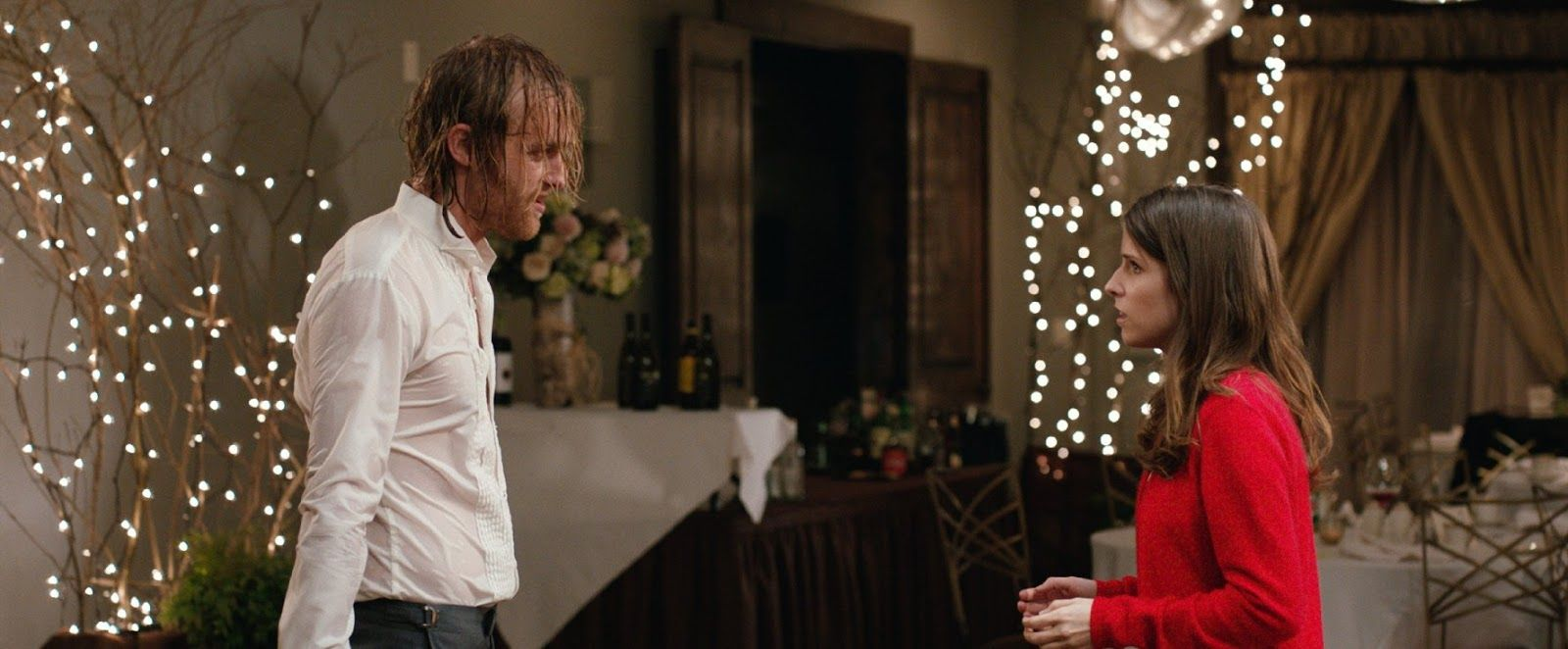 Anna Kendrick and Wyatt Russell in Table 19 (12) | Table 19 movie, Anna kendrick, Table 19