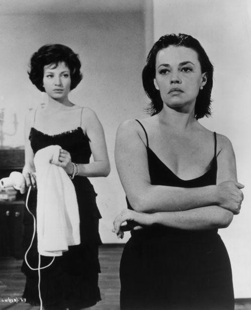 Jeanne Moreau et Monica Vitti dans le film La Notte de Michelangelo Antonioni, en 1960