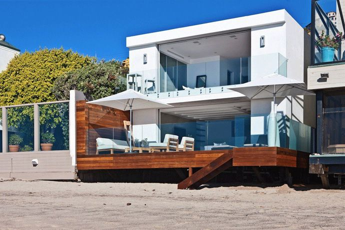 Beautiful Modern House With Wooden Terrace Connected To The Beach California Malibu Beach House Contemporary Beach House Malibu Homes