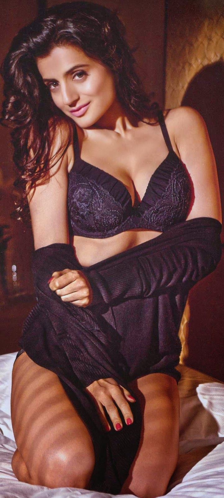 Amisha Patel Hot Boobs Pics pin on milf