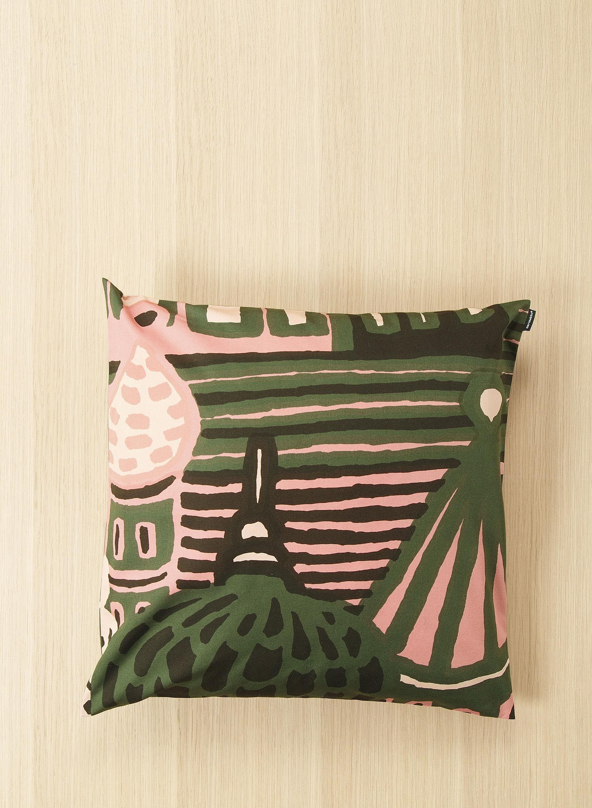 Kumiseva-tyynynpäällinen on saatavana Milanon designviikon aikana ainoastaan…