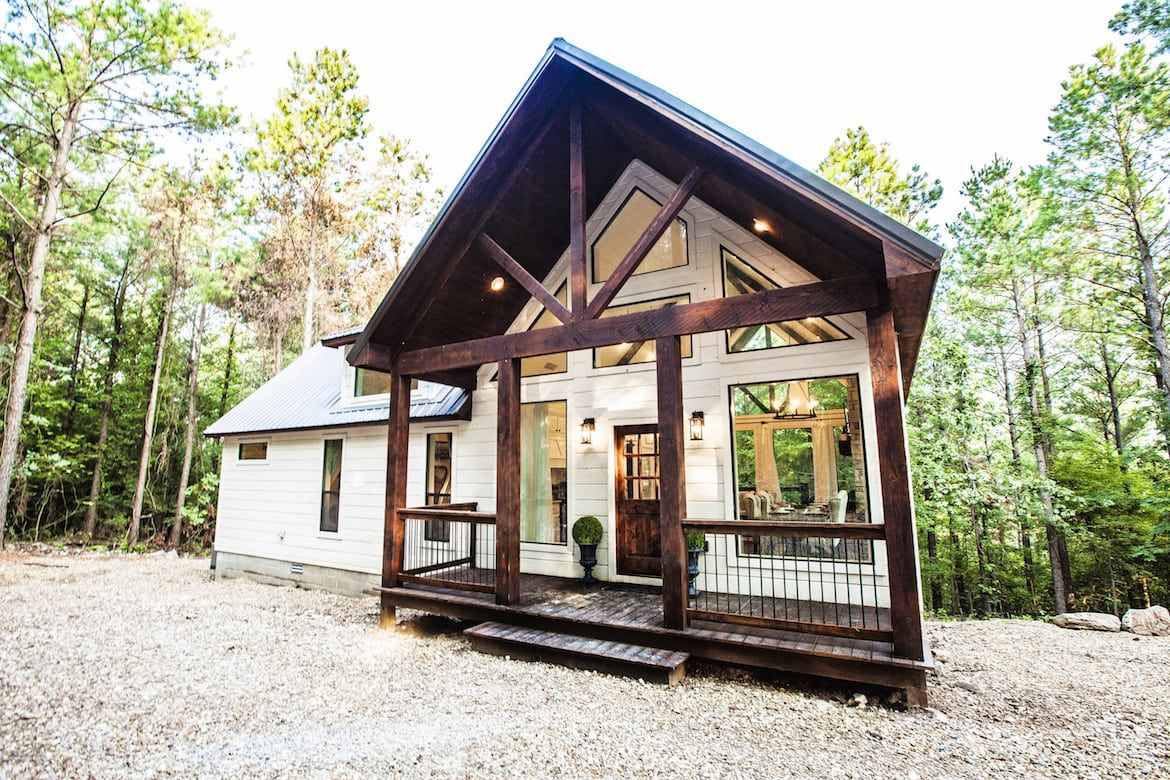 The Caroline Cabin In Broken Bow Ok The Caroline Is The Ultimate Luxury Retreat With No Detail Overlooked This Hillside C Broken Bow Cabins Broken Bow Cabin