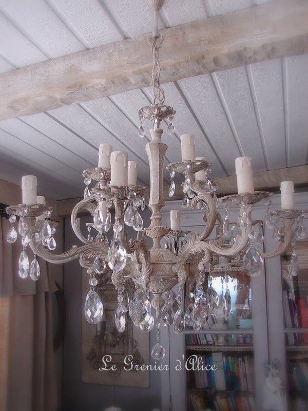 shabby lustres pampilles chandelier shabby chic pinterest lustre maisons de charme. Black Bedroom Furniture Sets. Home Design Ideas