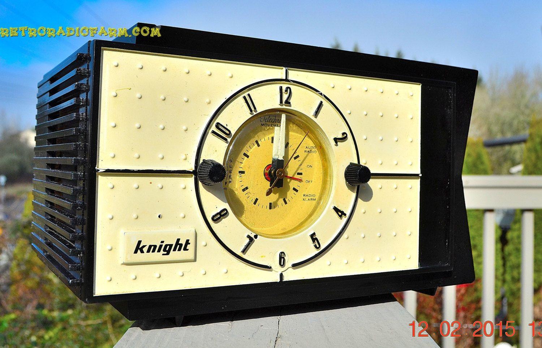 Shabby Chic Black And White Mid Century Retro Bakelite 50s Knight Am Clock Radio Works By Retroradiofarm On Etsy Vintage Clock Vintage Radio