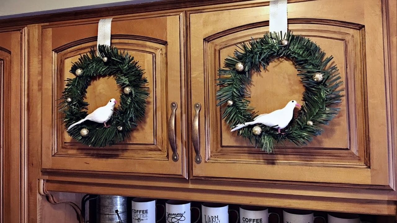 Mini Bird Cabinet Christmas Wreaths - Kitchen Christmas Decorating - Christmas DIY