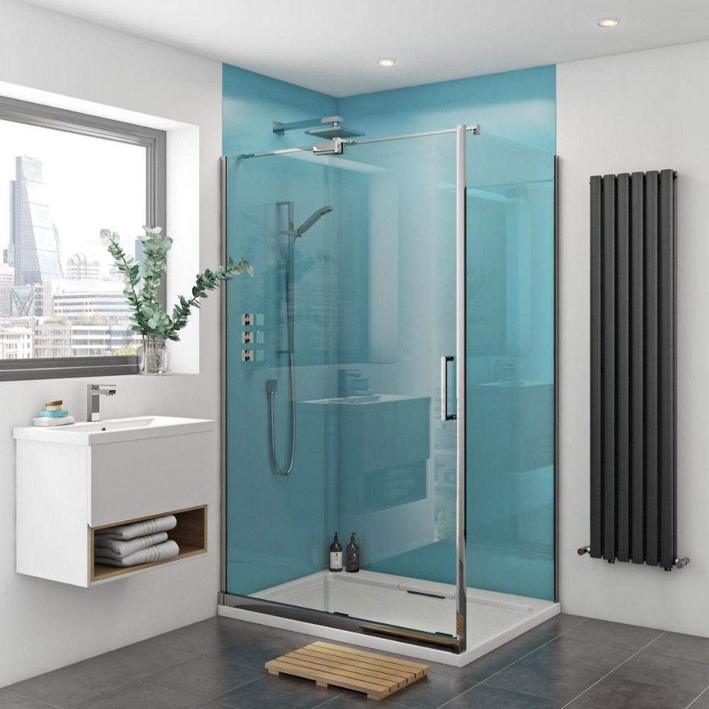 Hellblaue Wandgestaltung In Duschkabine Aus Acrylplatten Und Weisse Duschwanne Im Designer Bad Dusche Umgestalten Badezimmerverkleidung Dusche