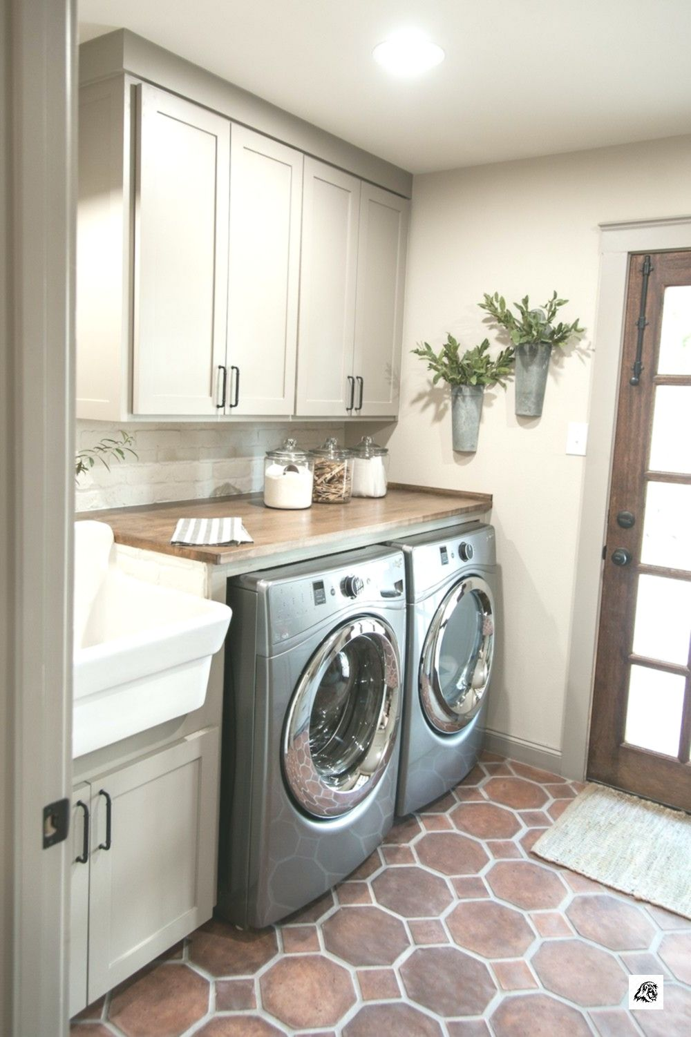 Episode 14 - The Hot Sauce House | MaxMarce | Farmhouse laundry room images