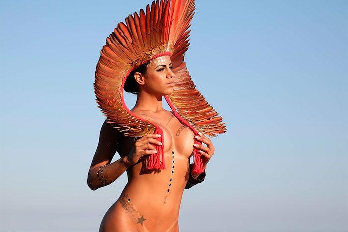 Musa da Tucuruvi posa de topless e dá prévia de sua fantasia