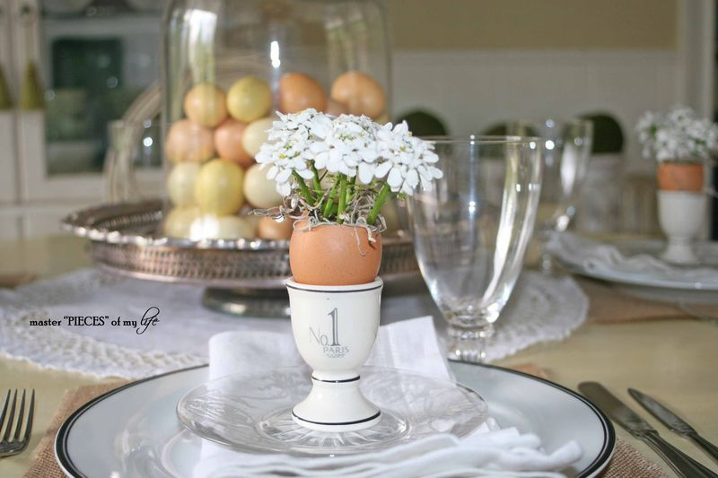 Using little eggs as vases for these pretty flowers.